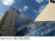 Купить «Lotte Hotel Moscow и торговый центр Lotte Plaza. Фрагмент. Москва», фото № 28336883, снято 3 апреля 2016 г. (c) Free Wind / Фотобанк Лори