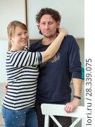 Портрет молодой обнимающейся пары. Стоковое фото, фотограф Кекяляйнен Андрей / Фотобанк Лори