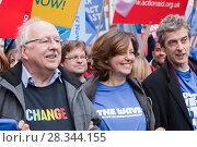 Купить «Former BBC weatherman Michael Fish, the actress Greta Scacchi and the actor Peter Capaldi at the Stop Climate Chaos Coalition Demonstration. London, England, UK, December. Saturday 5th December 2009.», фото № 28344155, снято 24 мая 2018 г. (c) Nature Picture Library / Фотобанк Лори