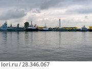 Купить «Военные корабли пришвартованы в Петровской (средней) гавани», фото № 28346067, снято 21 августа 2017 г. (c) Pukhov K / Фотобанк Лори