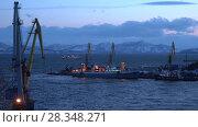 Купить «Вечерний вид на Петропавловск-Камчатский морской торговый порт», видеоролик № 28348271, снято 29 апреля 2018 г. (c) А. А. Пирагис / Фотобанк Лори