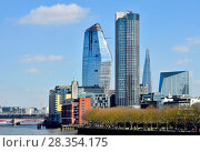 London, England, UK. New buildings in the Southwark area - One Blackfriars (L - 2018) South Bank Tower (apartments,1972: formerly King's Reach Tower) the Shard (2012) Ramboll UK HQ (R). Стоковое фото, фотограф Phil Robinson / age Fotostock / Фотобанк Лори