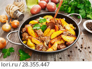 Купить «Potatoes stewed with chicken liver», фото № 28355447, снято 26 февраля 2018 г. (c) Надежда Мишкова / Фотобанк Лори