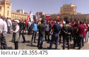 Купить «Демонстранты на площади Еревана, 1 мая 2018», фото № 28355475, снято 1 мая 2018 г. (c) Агата Терентьева / Фотобанк Лори