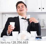 Купить «Relaxed businessman finishing work», фото № 28356663, снято 20 апреля 2017 г. (c) Яков Филимонов / Фотобанк Лори