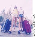 Купить «female tourists exploring old european city with baggage», фото № 28361675, снято 29 мая 2017 г. (c) Яков Филимонов / Фотобанк Лори