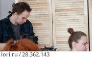 Купить «Young female painters measures proportions in art studio in front of shooting on camera», видеоролик № 28362143, снято 28 мая 2018 г. (c) Константин Шишкин / Фотобанк Лори