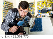 Купить «Man worker working at forming key», фото № 28369775, снято 5 апреля 2017 г. (c) Яков Филимонов / Фотобанк Лори