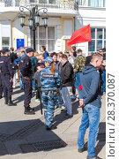 Купить «Police officers block an Leningradskaya street during an opposition protest rally», фото № 28370087, снято 5 мая 2018 г. (c) FotograFF / Фотобанк Лори
