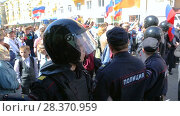 Купить «Opposition protest rally ahead of President Vladimir Putin's inauguration ceremony», видеоролик № 28370959, снято 5 мая 2018 г. (c) FotograFF / Фотобанк Лори