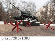 Купить «Воинский мемориал с танком Т-34 в городе Вологде, Россия», фото № 28371383, снято 5 мая 2018 г. (c) Николай Мухорин / Фотобанк Лори