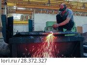 Купить «Резка металла на заготовки», фото № 28372327, снято 1 июля 2009 г. (c) Акиньшин Владимир / Фотобанк Лори