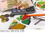 Купить «Калькулятор, графики, диаграммы и деньги. Бизнес-натюрморт», эксклюзивное фото № 28372735, снято 7 мая 2018 г. (c) Юрий Морозов / Фотобанк Лори