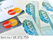 Купить «Банковские карты и деньги», эксклюзивное фото № 28372759, снято 7 мая 2018 г. (c) Юрий Морозов / Фотобанк Лори