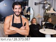 Купить «smiling man hairdresser and woman in salon», фото № 28373087, снято 25 сентября 2018 г. (c) Яков Филимонов / Фотобанк Лори