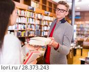 Купить «Young guy helping young female student», фото № 28373243, снято 18 января 2018 г. (c) Яков Филимонов / Фотобанк Лори