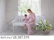 Купить «pregnant women with little girl in white vintage interior», фото № 28387579, снято 5 мая 2018 г. (c) Майя Крученкова / Фотобанк Лори