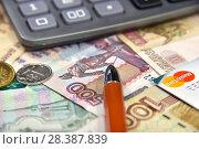 Купить «Калькулятор, банковская карта и деньги. Бизнес-натюрморт», эксклюзивное фото № 28387839, снято 7 мая 2018 г. (c) Юрий Морозов / Фотобанк Лори