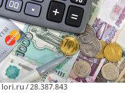 Купить «Калькулятор, банковская карта и деньги. Бизнес-натюрморт», эксклюзивное фото № 28387843, снято 7 мая 2018 г. (c) Юрий Морозов / Фотобанк Лори