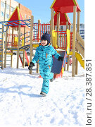 Купить «5 years little boy in warm overall runs outdoors in winter», фото № 28387851, снято 3 марта 2018 г. (c) ivolodina / Фотобанк Лори
