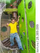 Купить «Boy passes the obstacle course, cable car», фото № 28389099, снято 26 августа 2017 г. (c) Александр Якимов / Фотобанк Лори