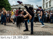 Купить «The dancer Roberto Bolle during the flash mob in occasion of the Dance World Day in Piazza della Scala, Milan, ITALY-29-04-2018.», фото № 28389231, снято 29 апреля 2018 г. (c) age Fotostock / Фотобанк Лори