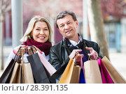 Купить «Smiling mature spouses with shopping bags», фото № 28391135, снято 19 октября 2018 г. (c) Яков Филимонов / Фотобанк Лори