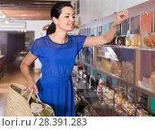 Купить «female customer choosing natural dried berries sold by weight in eco market», фото № 28391283, снято 13 июня 2017 г. (c) Яков Филимонов / Фотобанк Лори