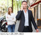 Купить «Man ignoring frustrated girl», фото № 28391463, снято 11 апреля 2017 г. (c) Яков Филимонов / Фотобанк Лори