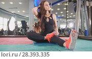 Купить «Sportive woman doing intense fitness training in the gym», фото № 28393335, снято 21 июня 2018 г. (c) Константин Шишкин / Фотобанк Лори