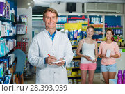 Купить «Smiling man pharmacist working in pharmaceutical shop», фото № 28393939, снято 31 мая 2020 г. (c) Яков Филимонов / Фотобанк Лори
