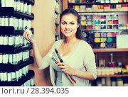 Купить «Hilarious woman choosing various color in tube», фото № 28394035, снято 21 января 2020 г. (c) Яков Филимонов / Фотобанк Лори
