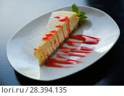 Купить «cheesecake with sauce», фото № 28394135, снято 23 октября 2018 г. (c) Яков Филимонов / Фотобанк Лори