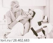 Купить «Woman during beauty facial injections», фото № 28402683, снято 28 июля 2017 г. (c) Яков Филимонов / Фотобанк Лори