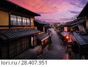 Купить «Beautiful sunrise scenery of Yasaka dori historic street in Kyoto empty and quiet in early morning with colorful dramatic red purple sky and shining street lights. Higashiyama, Kyoto, Japan.», фото № 28407951, снято 21 ноября 2017 г. (c) age Fotostock / Фотобанк Лори