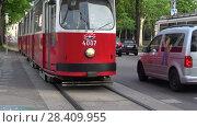Купить «Ретро трамвай на городской улице. Вена, Австрия», видеоролик № 28409955, снято 27 апреля 2018 г. (c) Виктор Карасев / Фотобанк Лори