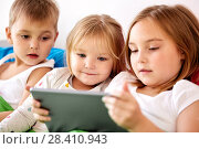 Купить «little kids with tablet pc in bed at home», фото № 28410943, снято 15 октября 2017 г. (c) Syda Productions / Фотобанк Лори