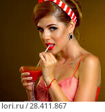 Купить «Retro woman with music vinyl record. Pin up girl drink martini cocktail», фото № 28411867, снято 18 июля 2018 г. (c) Gennadiy Poznyakov / Фотобанк Лори