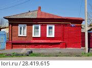 Купить «Жилой частный дом двух собственников», фото № 28419615, снято 1 мая 2018 г. (c) Oles Kolodyazhnyy / Фотобанк Лори