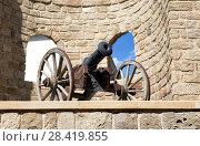 Купить «Древняя пушка у крепостных стен старого города Баку. Азербайджан», фото № 28419855, снято 23 сентября 2015 г. (c) Евгений Ткачёв / Фотобанк Лори