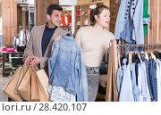 Купить «Couple is choosing jeans blouse for her», фото № 28420107, снято 12 марта 2018 г. (c) Яков Филимонов / Фотобанк Лори