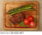Close up grilled beef steak on wooden board. Стоковое фото, фотограф Anton Eine / Фотобанк Лори