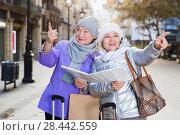 Купить «Mature ladies travellers with map», фото № 28442559, снято 26 ноября 2017 г. (c) Яков Филимонов / Фотобанк Лори