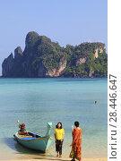 Купить «Thailand, Krabi, Phi Phi Don Island, landscape, scenery, people, tourists,.», фото № 28446647, снято 25 февраля 2018 г. (c) age Fotostock / Фотобанк Лори