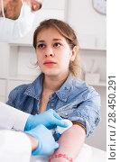 Купить «Doctor injecting teenage girl», фото № 28450291, снято 4 марта 2017 г. (c) Яков Филимонов / Фотобанк Лори
