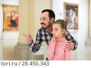 Купить «Father and daughter looking at paintings in halls of museum», фото № 28450343, снято 18 июля 2018 г. (c) Яков Филимонов / Фотобанк Лори