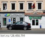 Купить «Аптеки «Нео-Фарм» и «Горздрав». Улица Красная Пресня, 30, строение 1. Пресненский район. Москва», эксклюзивное фото № 28450791, снято 9 мая 2018 г. (c) lana1501 / Фотобанк Лори