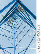 Купить «Решетчатая угловая опора ЛЭП изнутри. Фрагмент», фото № 28453835, снято 13 мая 2018 г. (c) Алёшина Оксана / Фотобанк Лори