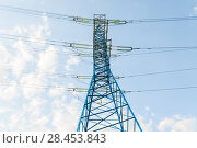 Купить «Фрагмент мачты линии электропередач (ЛЭП)», фото № 28453843, снято 13 мая 2018 г. (c) Алёшина Оксана / Фотобанк Лори