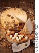 Купить «Сыр губернаторский с плесенью», фото № 28454727, снято 19 мая 2018 г. (c) Марина Володько / Фотобанк Лори